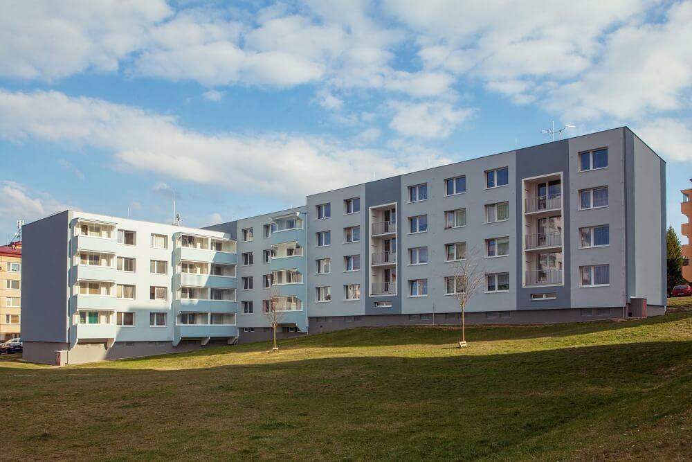 Revitalizace BD Jarní 11-17 v Jihlavě - celkové zateplení domu a výměna balkonů za lodžie